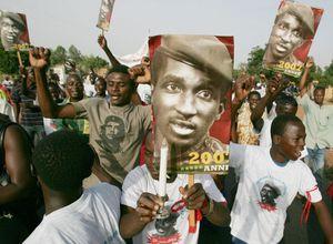 Assassinat Sankara: premières inculpations, dont des militaires du régiment putschiste, selon un avocat (AFP)