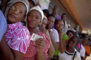 Des centaines de manifestants protestent contre les fraudes électorales en Haïti (Press TV)