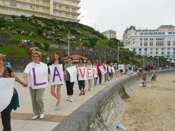 Les collectifs Stop Tafta Pays Basque, Côte Sud Landes...,  vous proposent de participer à un rassemblement  le 11 octobre 2014 à 15h sur la grande plage de Biarritz  pour une chaîne humaine suivie d'un goûter partagé.