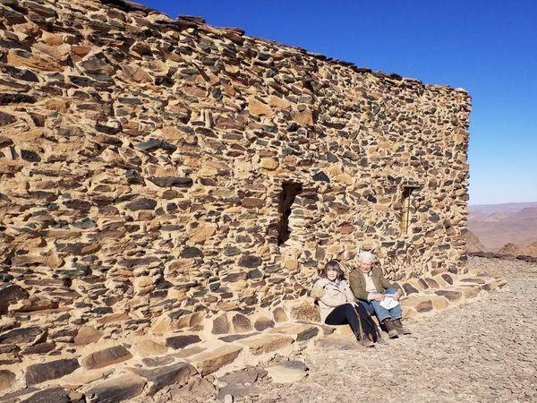 L'Ermitage, la Table d'orientation, l'un des deux ermites, oeuvres de Charles de Foucauld, système de remplissage de la citerne réservoir d'eau et Porte de l'Oued (Bab el Oued)