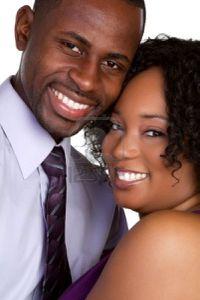 6314054-heureux-couple-noir-souriant.jpg