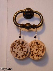 boucle d'oreilles en bois pyrogravé