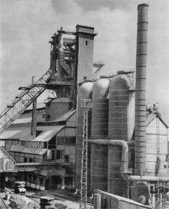 Staline_combinat_metallurgique.jpg
