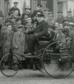 le-vehicule-roulant-le-plus-vieux-au-monde-mis-en-vente 570