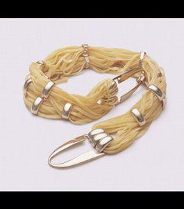 un-bracelet-realise-avec-des-pates_41167_w460.jpg