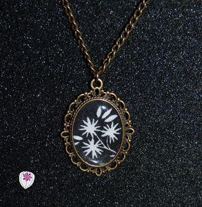collier cabochon motif fleur 2