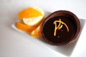 orangentarteletts mit schoko-orangen-ganache - mit orangenparfait und -filets