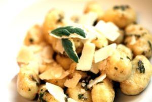 gnocchi mit salbei & butter - teller