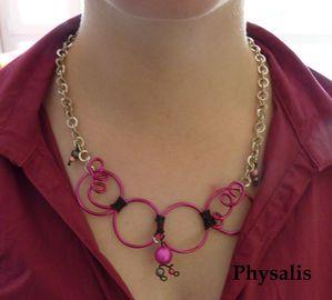 collier rose et noir