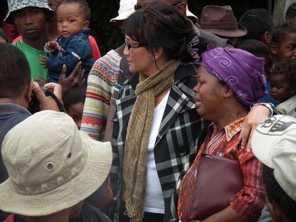 Olga et une mère de famille en pleurs DSCF1593