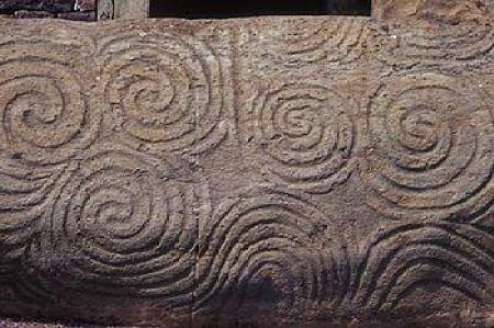 350px Newgrange Entrance Stone Révèlation sur la définition du mot Illuminati