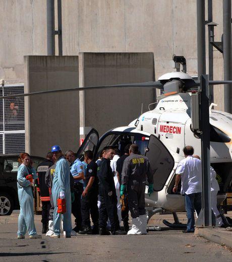 medecins-pompiers-et-personnels-du-site-s-affairent_33374_w.jpg