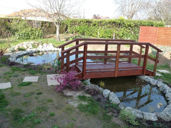 Beautiful pont bois jardin castorama clermont ferrand liee for Table exterieur la foir fouille