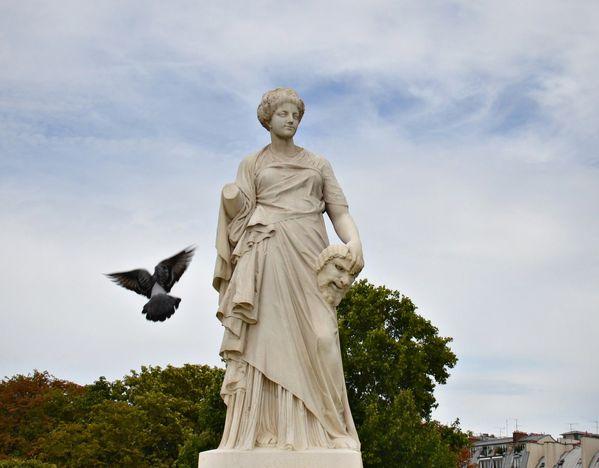 """Résultat de recherche d'images pour """"STATUE LA COMEDIE tuileries"""""""