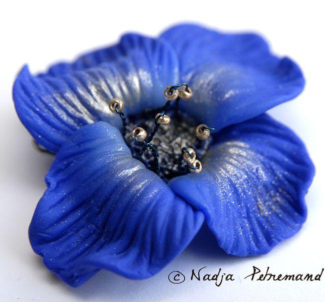 fleur en fimo bleu