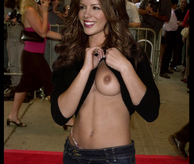 Kate Beckinsale Showed Nude Boob In Public