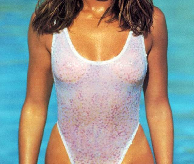 Cindy Crawford Nude Boobs Show Under Wet Swimsuit