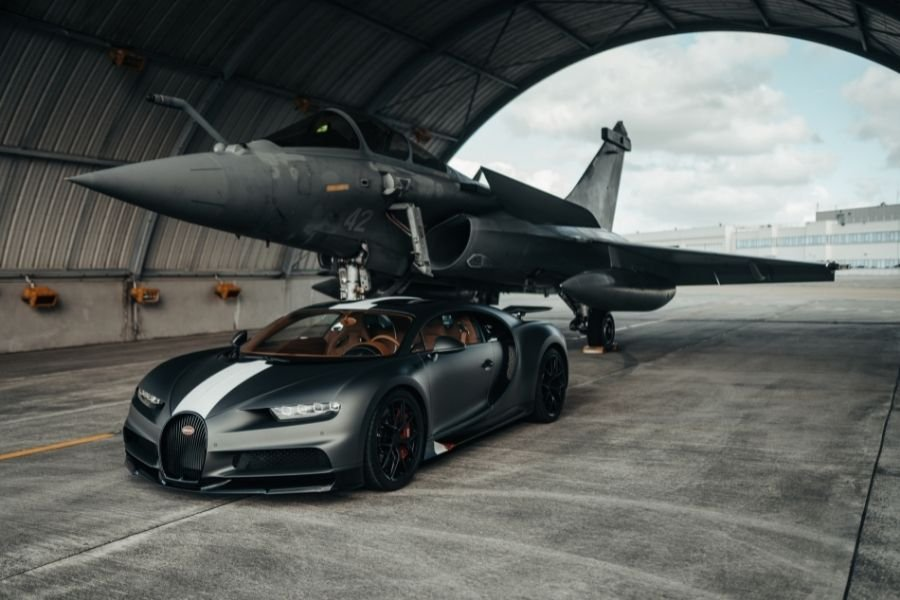 Can the mighty Bugatti Chiron Sport beat a French fighter jet?