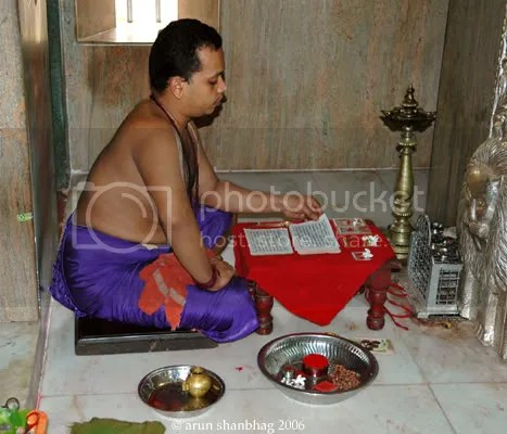 priest reciting Devi Mahatmyam parayan in Ramnathi temple Goa