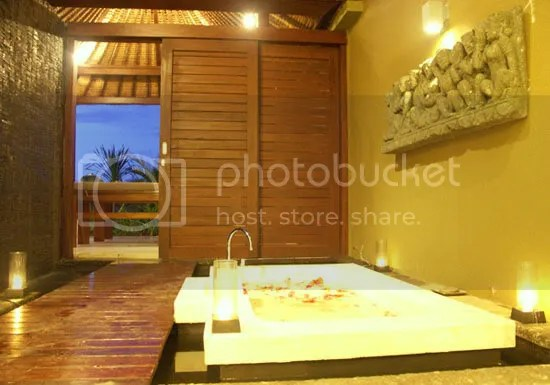 outdoor master bathtub