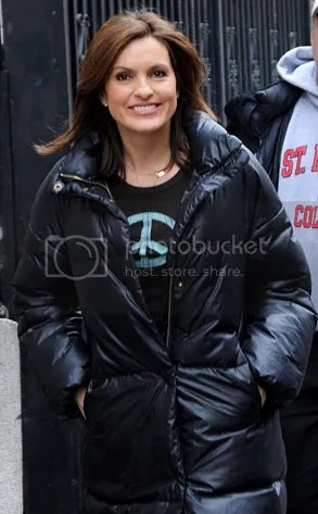 https://i0.wp.com/img.photobucket.com/albums/v20/Blackcat666x/IMVU/River%20Marked/293adMariskaHargitay021109_zpse11e4d88.jpg