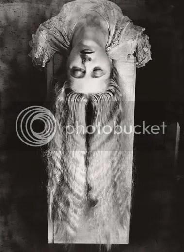 Femme aux long cheveux