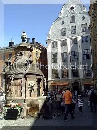 pleinStockholm.jpg