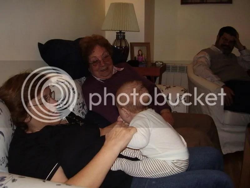 Mat�as con sus abuelos y bisabuela