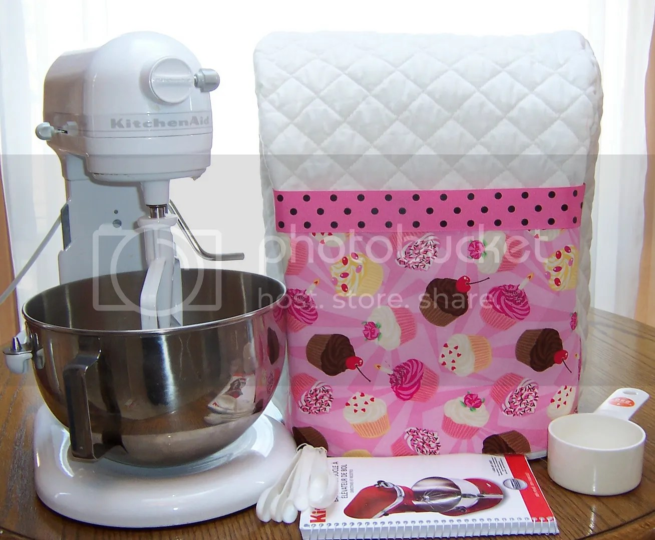 kitchen aid mixer cover wine bottle themed decor white quilted cake cupcakes pocket