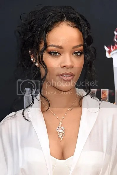 Rihanna MTV Movie Awards 2014, Rihanna makeup
