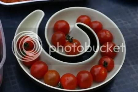 Wat een aparte schaal voor de cherrytomaatjes....