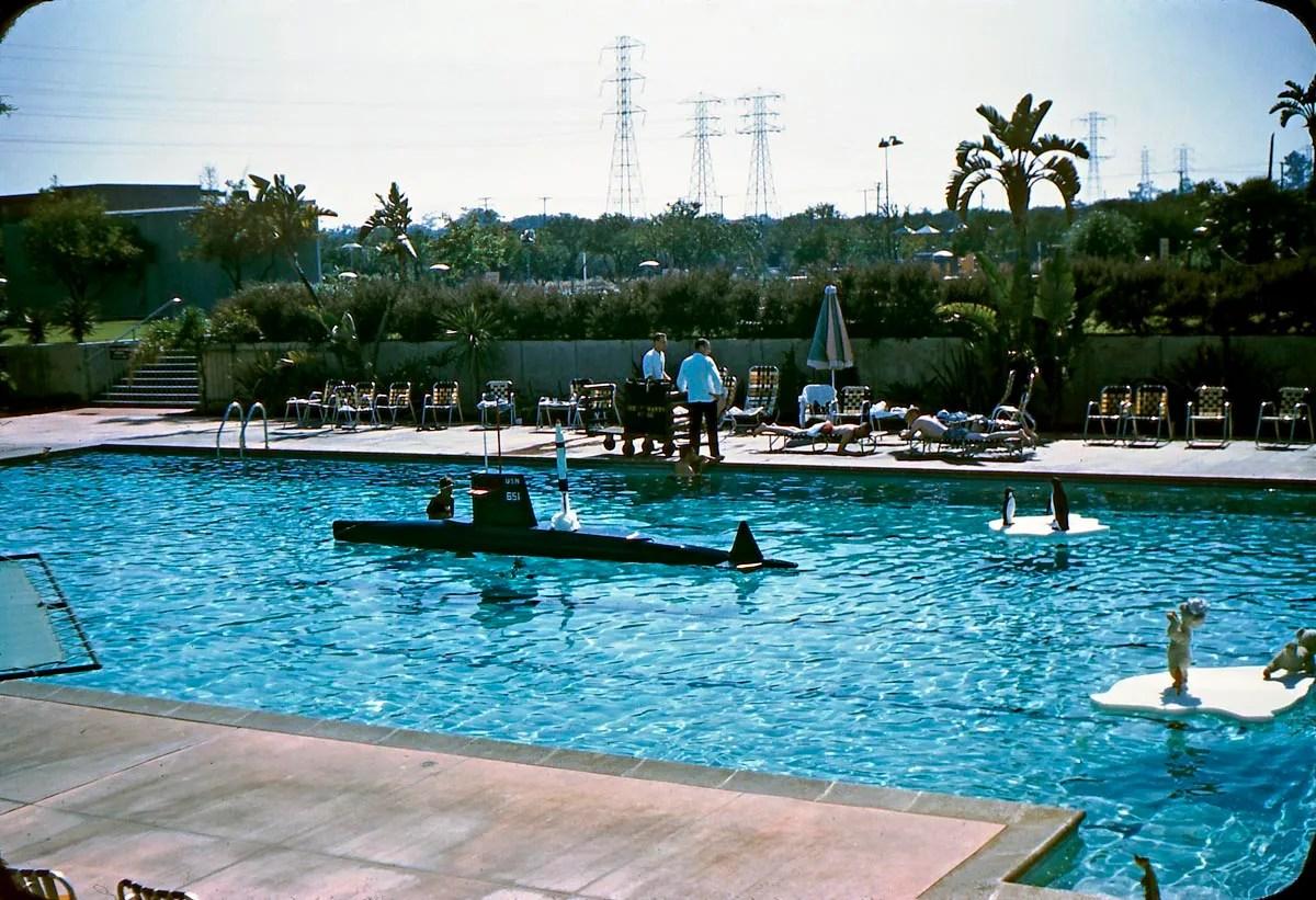 GORILLAS DONT BLOG Disneyland Hotel Pool 1960