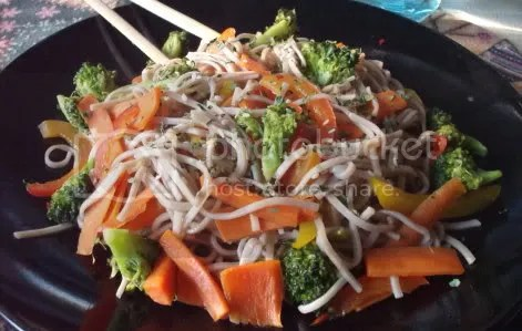 broccoli red bell pepper soba 02