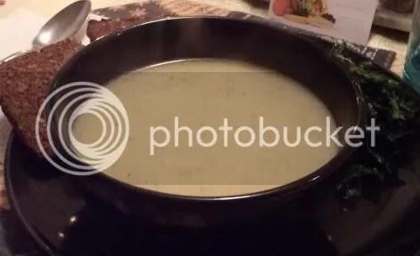 potato leek soup with kale and bread 02