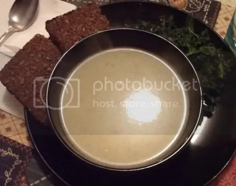 potato leek soup with kale and bread 01