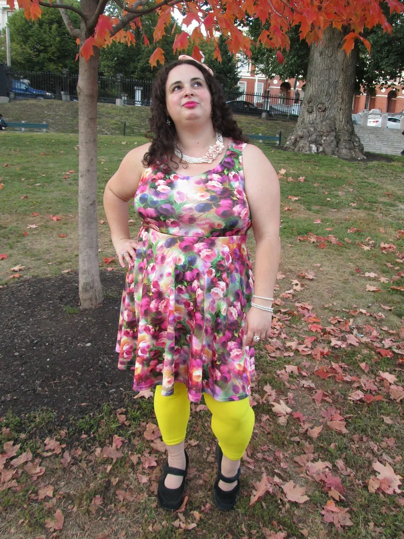 plus size outfit yellow leggings and watercolor floral dress with pearls and bow