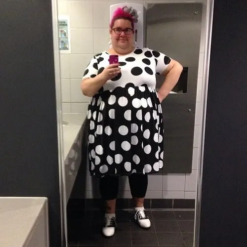 plus size outfit beth ditto black and white polka dot dress, pink hair
