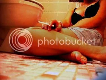 kesepian rokokan di toilet