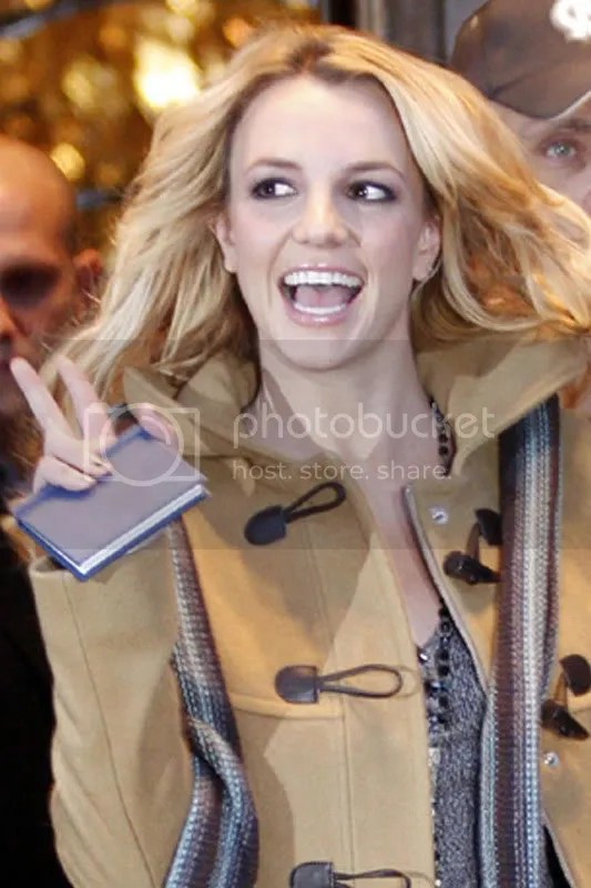 Britney Spears, London [Dec 2008]   Candid Glamour