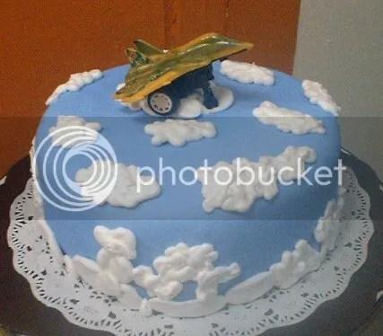 Kue ulang bulan untuk Ahmad (7 th) yang lagi tergila-gila sama pesawat