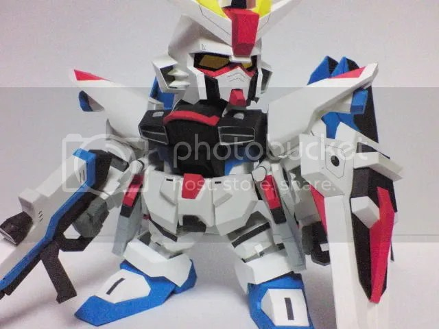 Freedom Strike gundam Papercraft