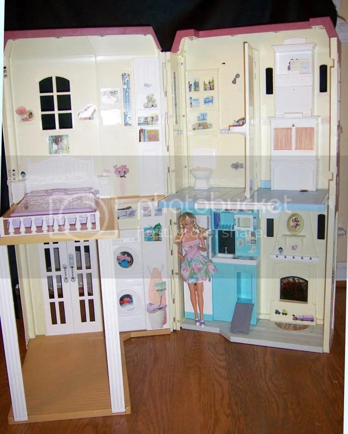 Barbie Happy Family Sound Talking Pretty Townhouse Playset