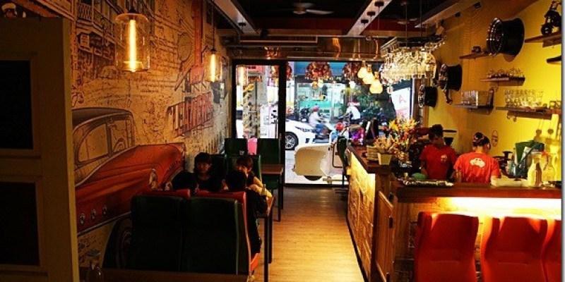 彰化‧員林。主題餐廳|【車酷汽車主題餐廳】車迷不容錯過的汽車主題餐廳 還有親子溜滑梯遊戲區唷!!(已歇業)