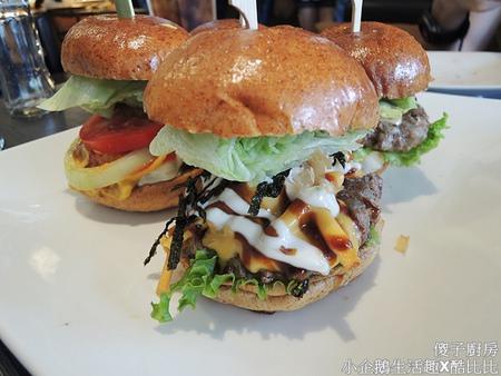 食記‧台中美食 獨特創新口味的美式漢堡《傻子廚房》