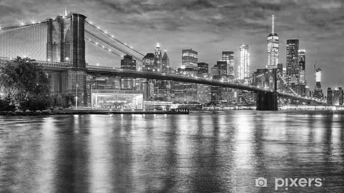 Ti garantiamo il giusto acquisto, ci lavoriamo tutti i giorni. Carta Da Parati Foto In Bianco E Nero Del Ponte Di Brooklyn E Di Manhattan Alla Notte New York City Sua Pixers Viviamo Per Il Cambiamento