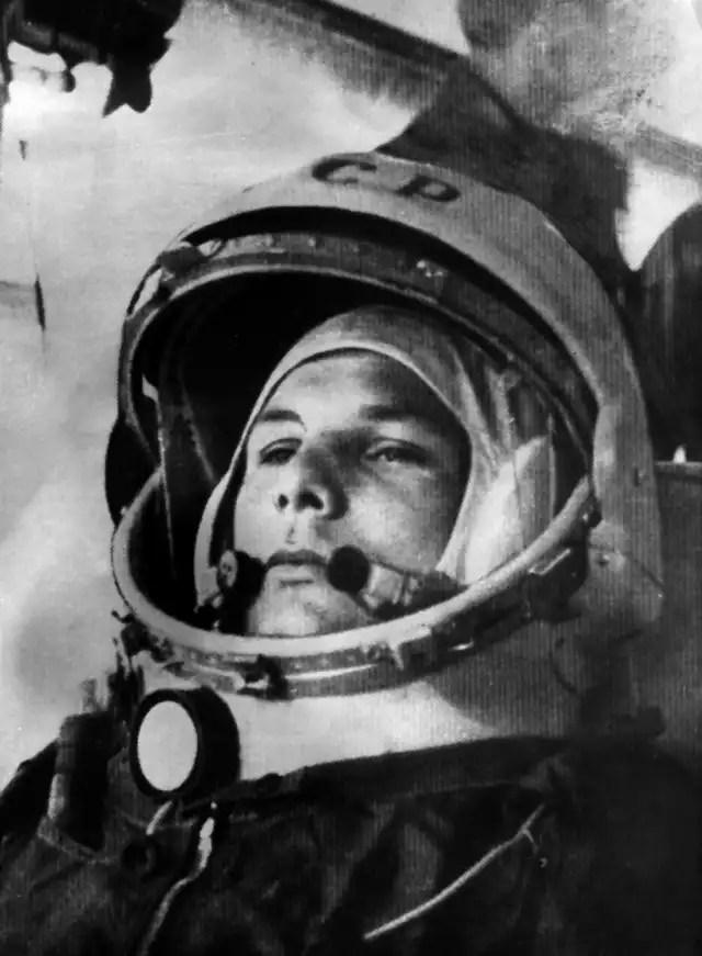 Por ser una persona valiosa, el programa espacial de la Unión Soviética decidió no volver a mandar a Gagarin a una misión, pues tenían miedo de que muriera. Sin embargo, murió en un accidente durante un entrenamiento de rutina, cuando por fin fue seleccionado para una nueva misión.