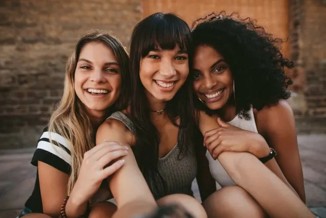 Cultiva amigos por onde passa, pois é muito verdadeiro(a) e respeita o jeito de ser de cada um.