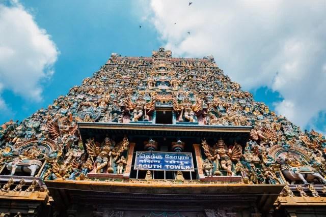 En el templo se pueden apreciar narraciones de los principales textos hindúes.