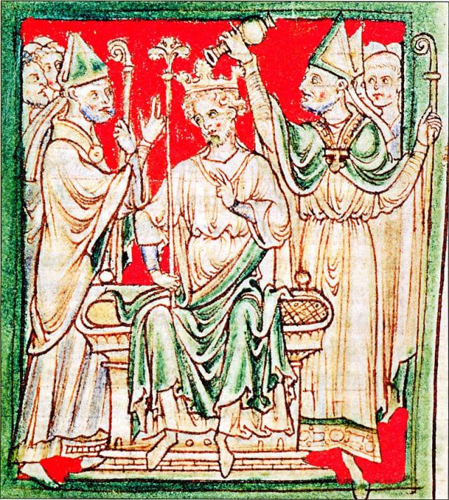 El período de seis meses que Ricardo pasó en Inglaterra como rey se corresponde a sus dos coronaciones. La primera tuvo lugar en 1189, tras la muerte de su padre Enrique II y la segunda coronación tuvo lugar en 1194, cuando regresó de las Cruzadas.-