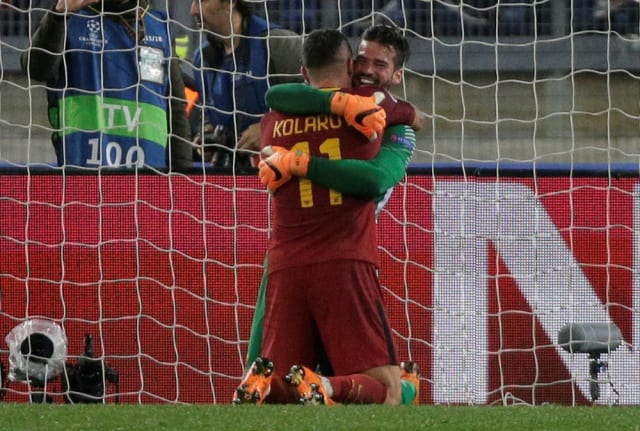O Barcelona deve começar a ter pesadelos com Alisson. Antes da dolorida eliminação da última terça, o time catalão foi surpreendido por uma equipe defendida pelo goleiro brasileiro. No ano passado, a equipe italiana foi derrotada por 4 a 1 no jogo de ida das quartas de final, mas conseguiu uma classificação épica no Olímpico ao vencer por 3 a 0. (Foto: Reuters)